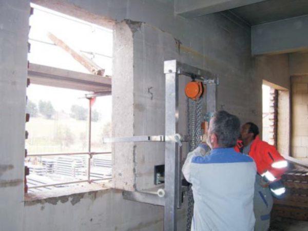Podnośnik betonowych bloków